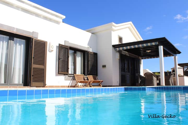 Villa con jacuzzi , piscina climatizada, intimidad