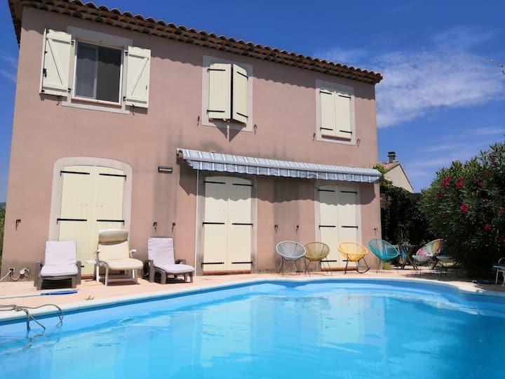 Villa tout confort avec piscine et jardin