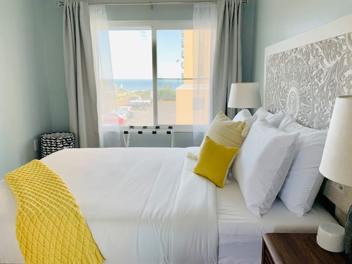 Ocean views | Wake up to the ocean | pet friendly