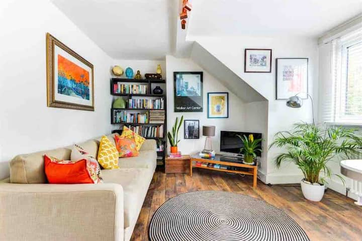 Heart of Hove - top floor light and airy flat
