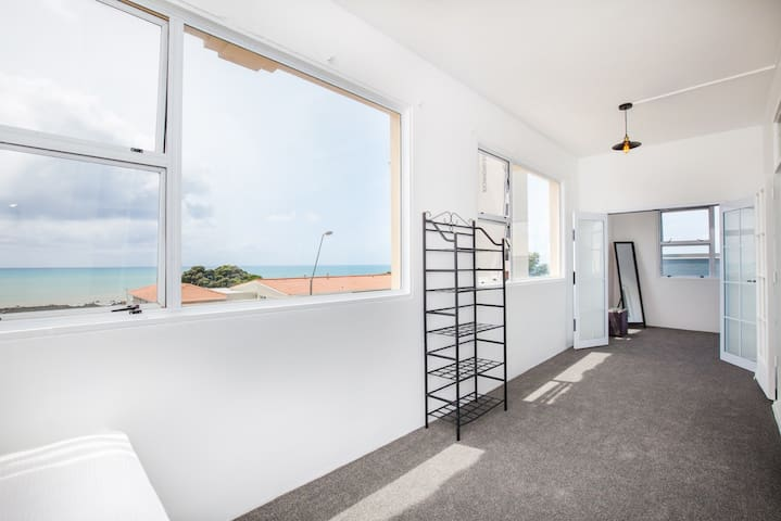 Conveniently located large apartment with a view - New Plymouth - Apartamento