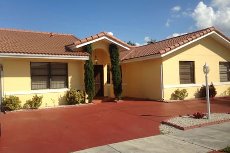 Close to Dolphin Mall and Doral. - Miami - Maison