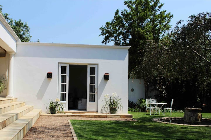 Newly renovated private cottage, Parktown North