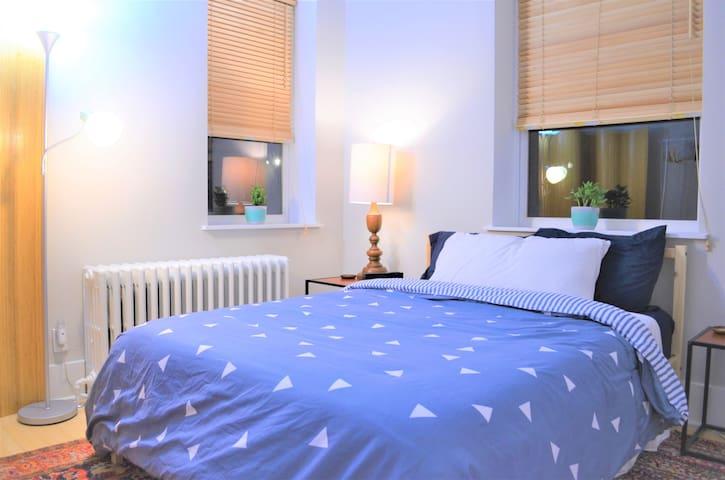 Bedroom with brand new Leesa memory foam mattress