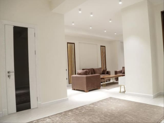 Private master bedroom&bathroom in Manchester