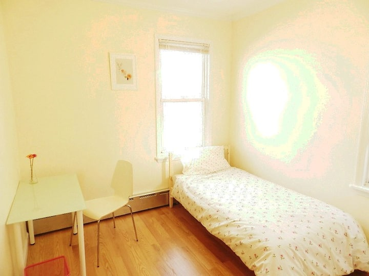 Spacious room with easy commute to Grand Central!