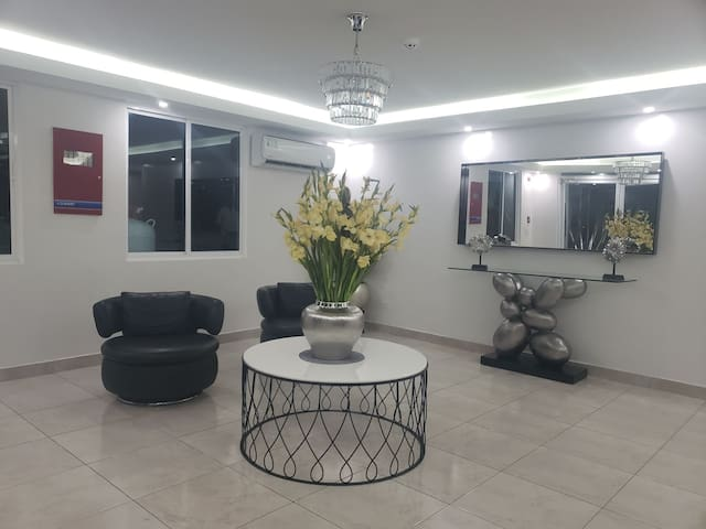Cozy & Centrally Located 2 BR Apartment in Albrook