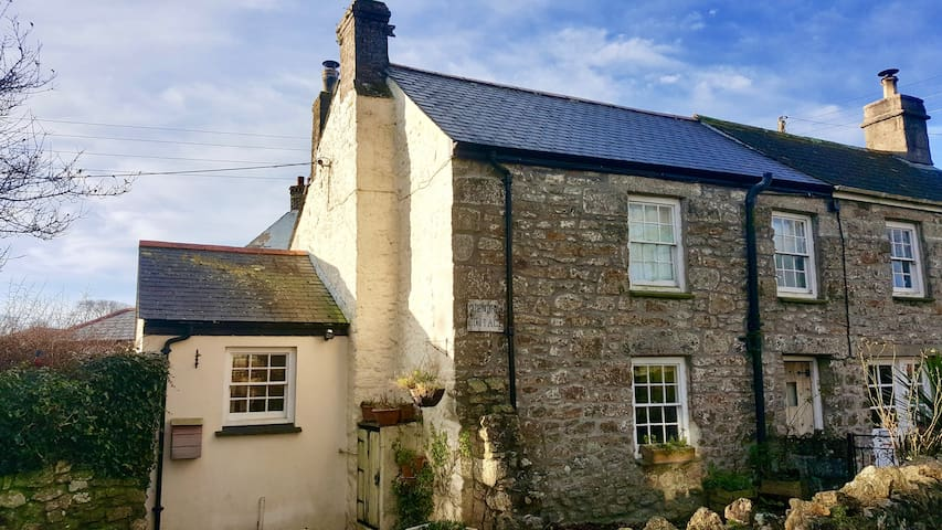 300 year old traditional Cornish granite cottage