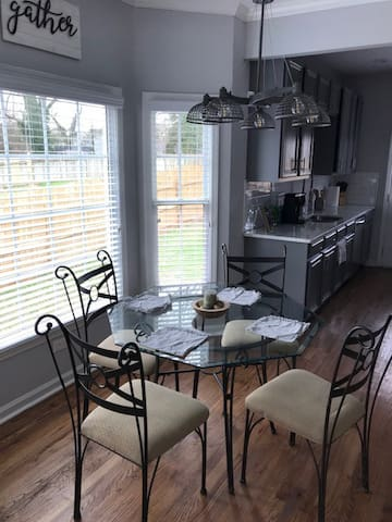 Dining table to fit 4 people comfortably.
