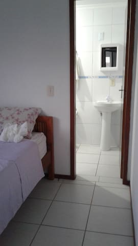 Cozy and clean suite 500m to Ingleses Beach