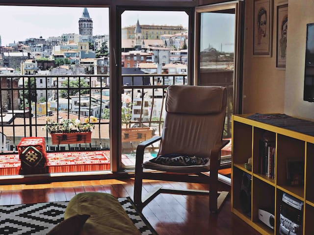 Secret Galata View Apartment with Balcony