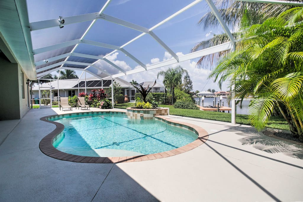 Escape to the Sunshine State and stay at this 3-bd, 2-ba vacation rental house.