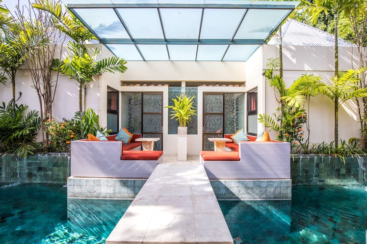 Poolside Terrace Suite 500m to Seminyak Beach