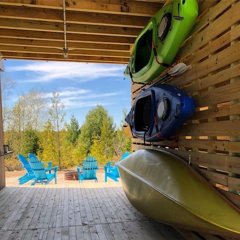 Canoe and kayaks; minutes from Kangaroo Lake and Lake Michigan