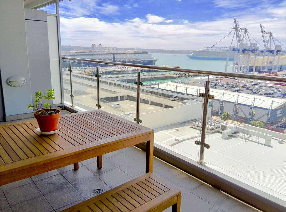The large balcony with 180 degree Auckland Waitemata harbour View from high