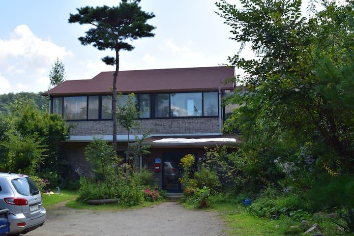 연꽃이 보이는 전경의 방 - Buk-myeon, Inje-gun - Rumah