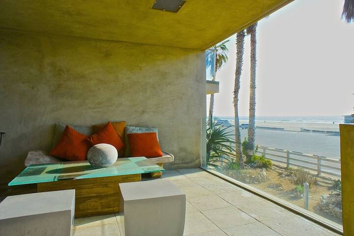 Beach house in Marina / Venice both units, rooftop