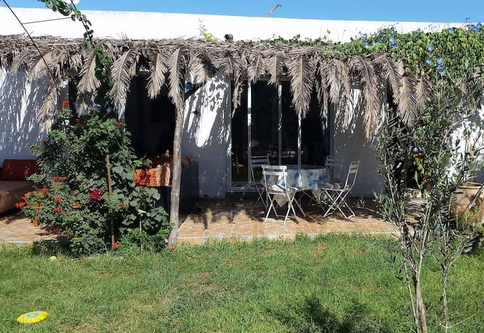 Charming house with garden near surf spots - Dar Bouazza - Huis