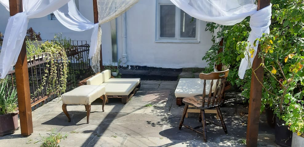 Charming Retro Apartment Close To Waterfront