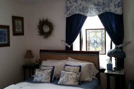 Stone Manor Bed & Breakfast Inn - Blue Delft Suite - Lovettsville - Bed & Breakfast