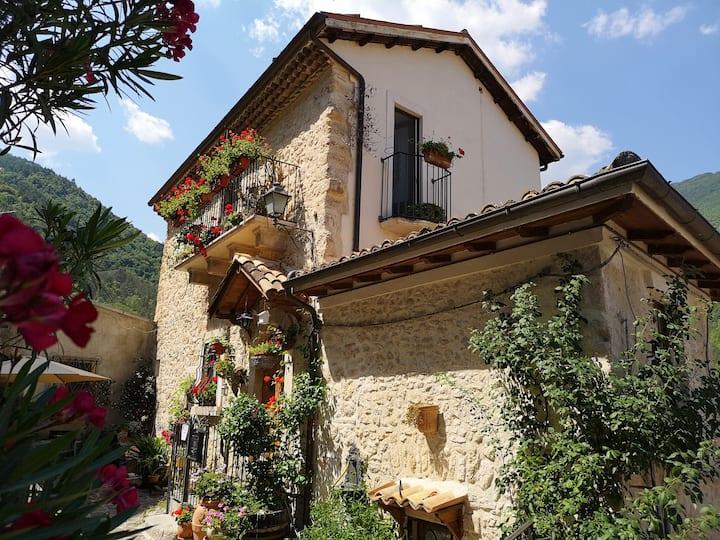 Il Castello di Azzurra-Abruzzo-Sulmona-Roccaraso
