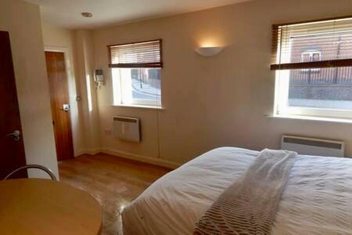 Birmingham city centre en suite style private flat