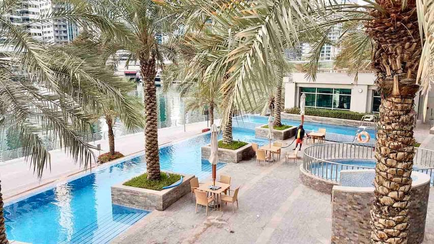 Lovely host, perfect location. Emaar Park Island.
