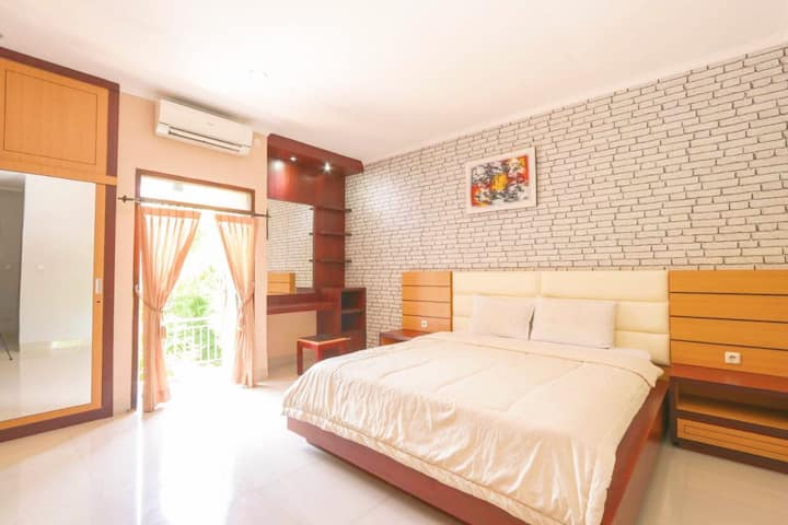 Spacious room in Jimbaran for netflix and chill!