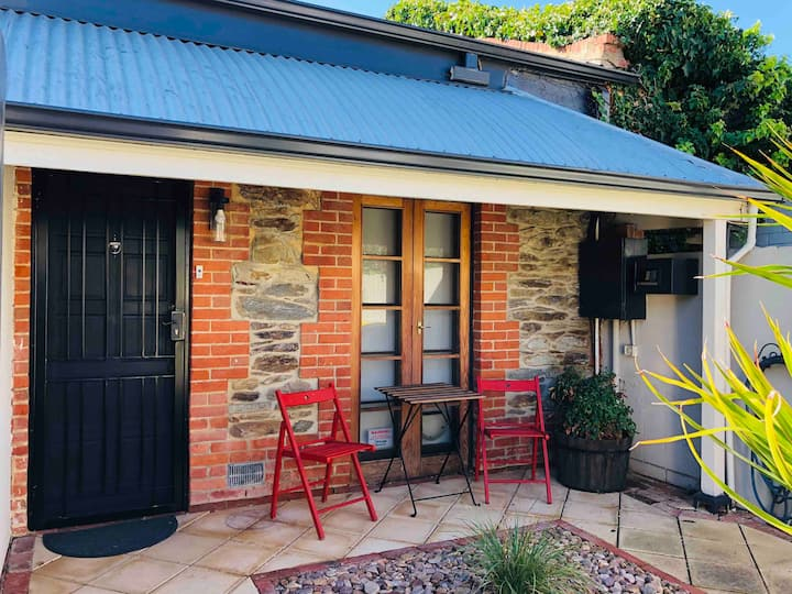 Travers Row Cottage, Nth Adelaide  *near City/Oval