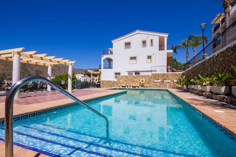 Exclusive apt w pool, great views, 6 km to beach