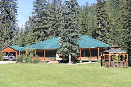 Serene Lodge-style cabin in Spearfish Canyon - Lead