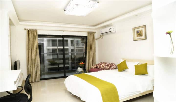 Spacious 1 double bed room
