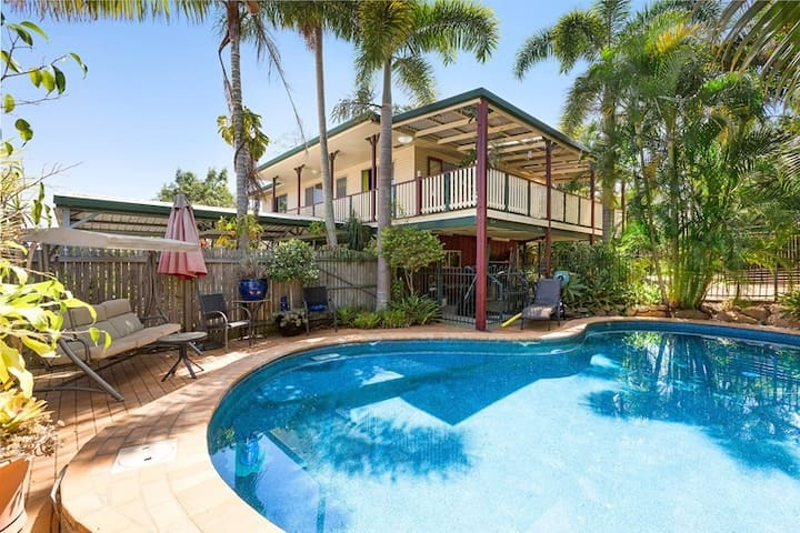 Tropical quiet room close to Airport,CBD,TAFE,EBC