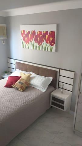 Suite Casal com Ar condicionado e cama Queen