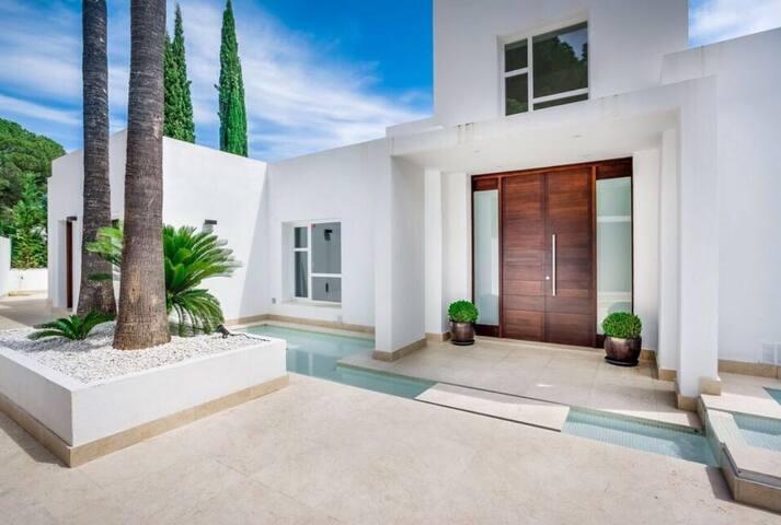 VILLA CERCA DE PUERTO BANUS - Marbella - Rumah