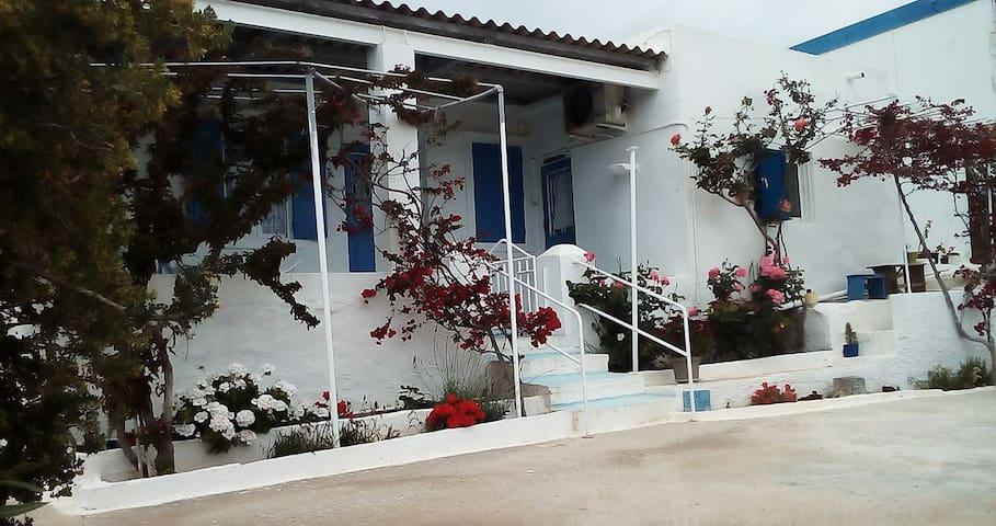 TARA  a  Traditional Greek Farmhouse - Siros - Hus