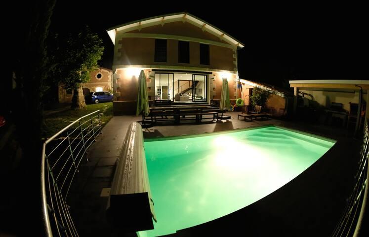 Villa d'architecte avec piscine chauffée et sauna