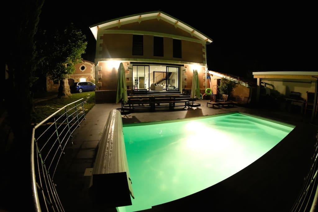 Villa d 39 architecte spacieuse avec piscine sauna for Architecte charente