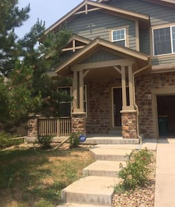 Spacious home near Buckley AFB and Denver Airport! - Aurora - Casa