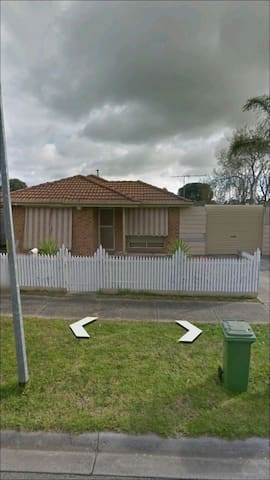 Cozy house for a small family - Cranbourne West - Casa