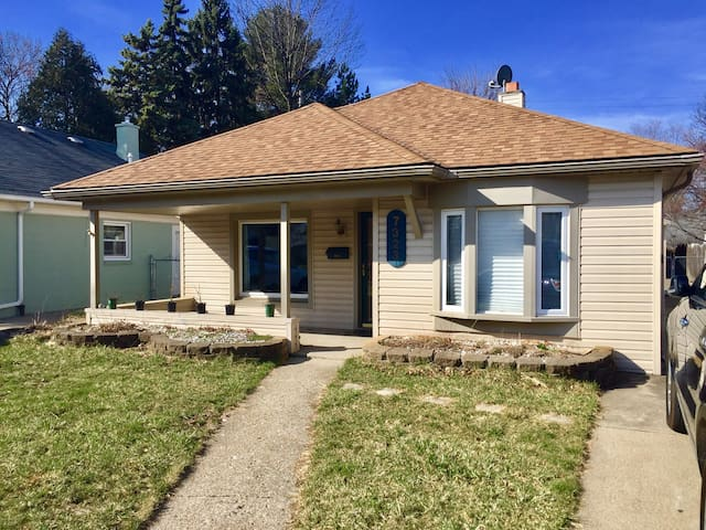 Charming 3 bedroom ranch - Dearborn Heights