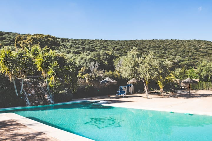 Casa 6 plazas+piscina compartida+aire acondicionad