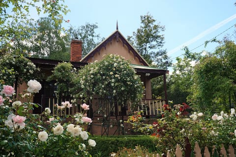Gladstone House - Charming Beechworth Cottage