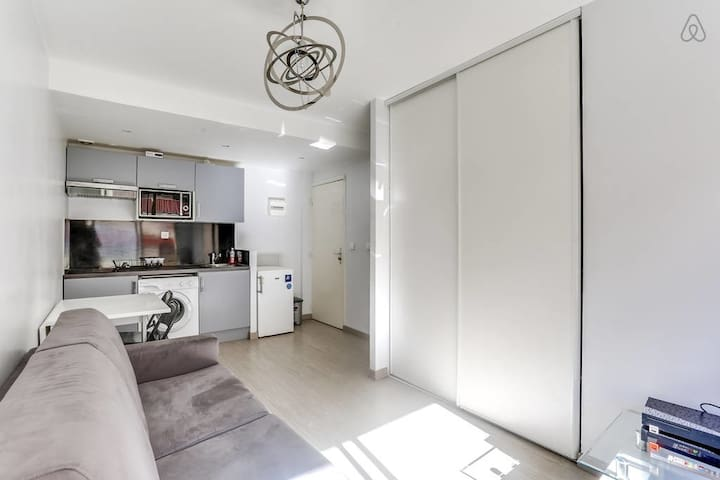 Spacious 4 rooms - Center of Cannes - W083