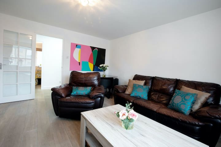 N2 Modern & Spacious 2 BR flat with free parking