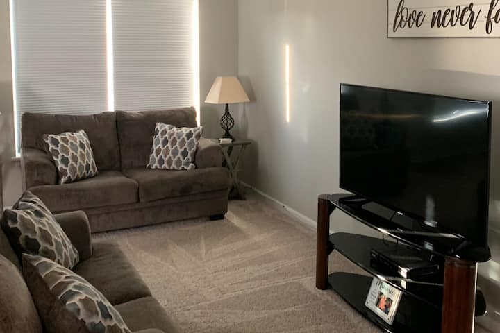 Beautiful Townhouse Spacious For Your Stay!!!