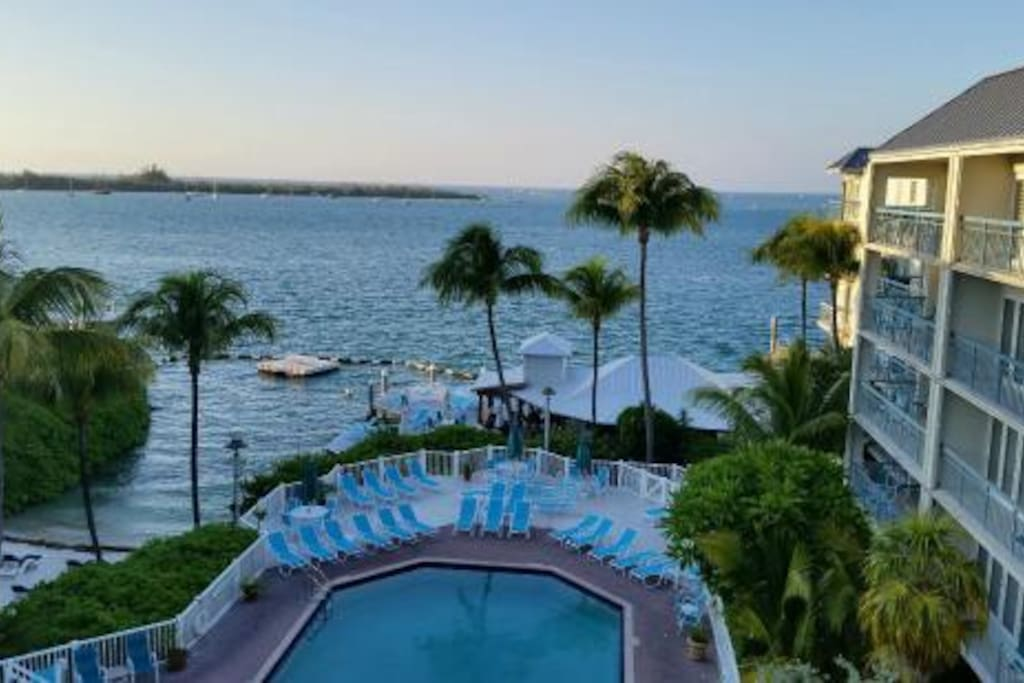 the galleon resort key west condominiums for rent in key. Black Bedroom Furniture Sets. Home Design Ideas