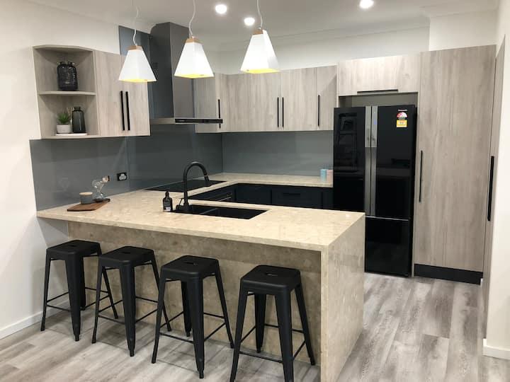 Luxury Newcastle Honeysuckle CBD Apartment