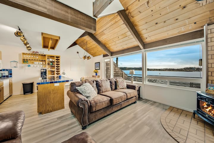 Bayfront suite w/ shared sauna - dogs ok!