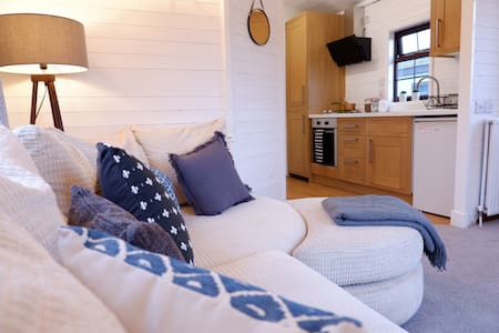 The Cosy Cabin Floating Home - Nottingham